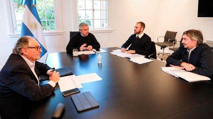 Alberto Fernández y el ministro Guzmán conversan con los diputados Heller y Kirchner por el impuesto a la riqueza
