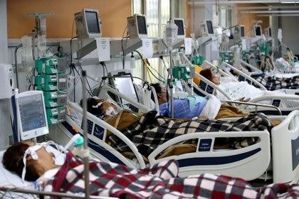 Vista de una sala del Hospital de Porto Alegre en medio de la pandemia de coronavirus, en Porto Alegre, Brasil. Marzo 11 2021. REUTERS/Diego Vara