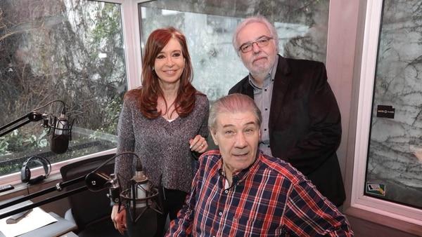 Víctor Hugo junto a Cristina Kirchner cuando la entrevistó en radio Continental (@UniCiudadanaAR)
