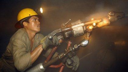 Un trabajador en una mina (Diego Giudice/Bloomberg News)