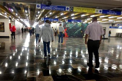 Shops inside the Mexico City Metro will restart activities starting this Wednesday (Photo: EFE / Jorge Nunez)