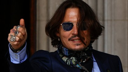 Actor Johnny Depp gestures as he arrives at the High Court in London, Britain July 24, 2020. REUTERS/John Sibley