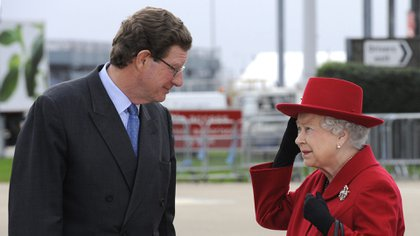 La reina Isabel II y el Lord Chamberlain, William Peel (CAMERA PRESS / David Dyson)