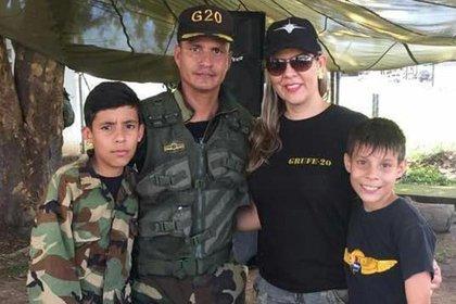 Ruperto Molina junto a su familia antes de ser detenido