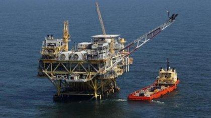 Plataforma de petróleo en la costa de Louisiana (AP)