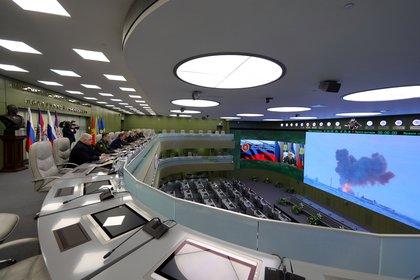 El Centro de Control de la Defensa Nacional (NDCC) durante la supervisión de la prueba del nuevo sistema de misiles hipersónicos Avangard, el 26 de diciembre de 2018 (Sputnik/Mikhail Klimentyev/Kremlin vía REUTERS)