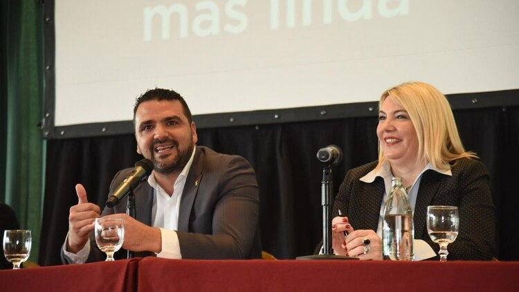 Bertone junto al intendente de Ushuaia, Walter Vouto (Foto: Facebook Walter Vuoto)