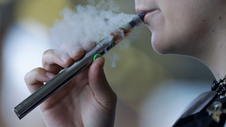 Entre los 13 y los 15 años, se observan muchos casos de chicos que incursionan en el hábito de la inhalación (AP)