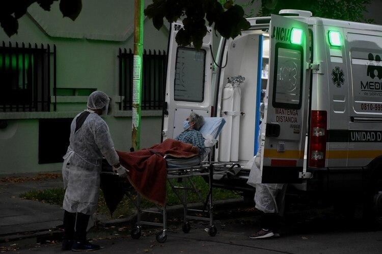 Coronavirus en Argentina: trasladaron a seis personas de un ...