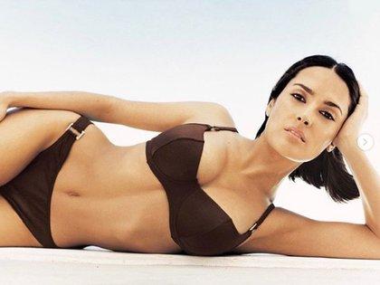 Así lucía Salma Hayek en bikini en 1999 (IG: salmahayek)