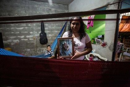 Marisela de Jesús Juárez heredó de su madre el oficio de tejedora de hamacas en Juchitán, Oaxaca. (Fotografía: Jacciel Morales)