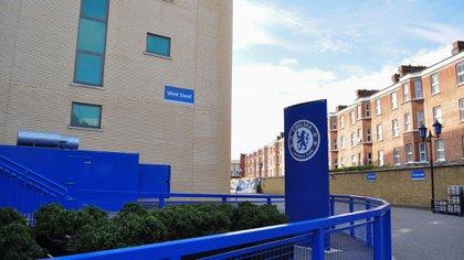 Dos ex jugadores juveniles del Chelsea FC revelaron que fueron discriminados por un DT del club (Shutterstock)