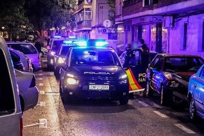 Agentes de la Policía Nacional de España han detenido en la localidad de Torrevieja (Alicante) a un hombre que tenía una Orden Internacional de Detención dictada por las autoridades argentinas y que estaba acusado de transportar sustancias estupefacientes.