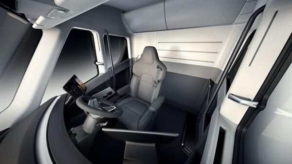 Cabina del nuevo camión eléctrico Semi.