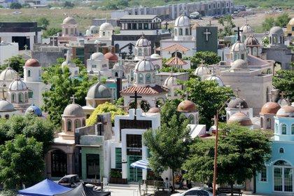 El narcotraficante fue enterrado en el famoso cementerio de Jardínes del Humaya (Foto: Cuartoscuro)