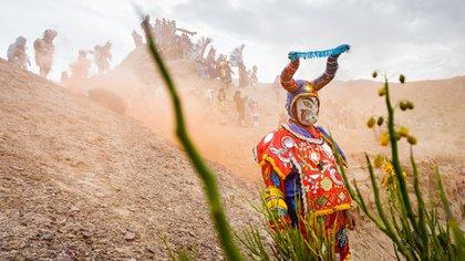 Todos los años, en febrero, miles de personas participan de los tradicionales carnavales andinos en la Quebrada de Humahuaca, provincia de Jujuy, República Argentina (Shutterstock)