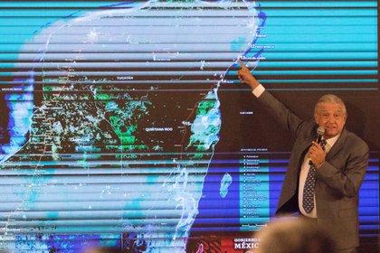 """""""La intención es: inicio de obra de los dos primeros tramos el día 30"""", dijo el titular de la Fonatur, Rogelio Jiménez Pons, en la conferencia matutina del presidente. (FOTO: VICTORIA VALTIERRA /CUARTOSCURO)"""