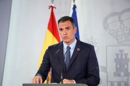 FOTO DE ARCHIVO: El presidente del Gobierno, Pedro Sánchez, durante una rueda de de prensa tras la reunión de gabinete, en el Palacio de la Moncloa en Madrid, España, el 25 de agosto de 2020. REUTERS/Juan Medina