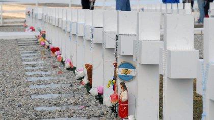 Malvinas: abrieron una investigación para determinar si hay nuevos restos de soldados argentinos enterrados en las islas