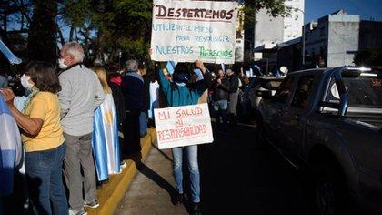 Muchos de los vecinos se acercaron a la Quinta de Olivos con carteles con críticas al gobierno nacional