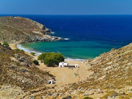 Es el extremo suroeste de Patmos, la isla sagrada del Dodecaneso donde se dice que San Juan se escondió en una cueva para escribir el libro del Apocalipsis. El otro extremo es una playa nudista