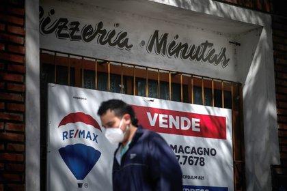 El impacto de la crisis en los comercios provocó el cierre de 90.000 locales. (Foto: EFE /Juan Ignacio Roncoroni)
