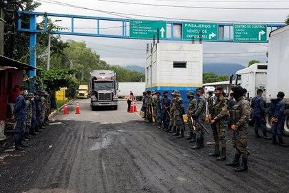 Cerca de 3,000 personas ingresaron a Honduras (Foto: REUTERS / Luis Echeverría)