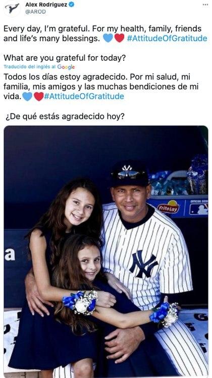 Este miércoles Rodriguez compartió esta foto al lado de sus hijas, en ella no hizo ninguna mención a JLo, lo que reforzaría su comunicado de enfocarse en la familia