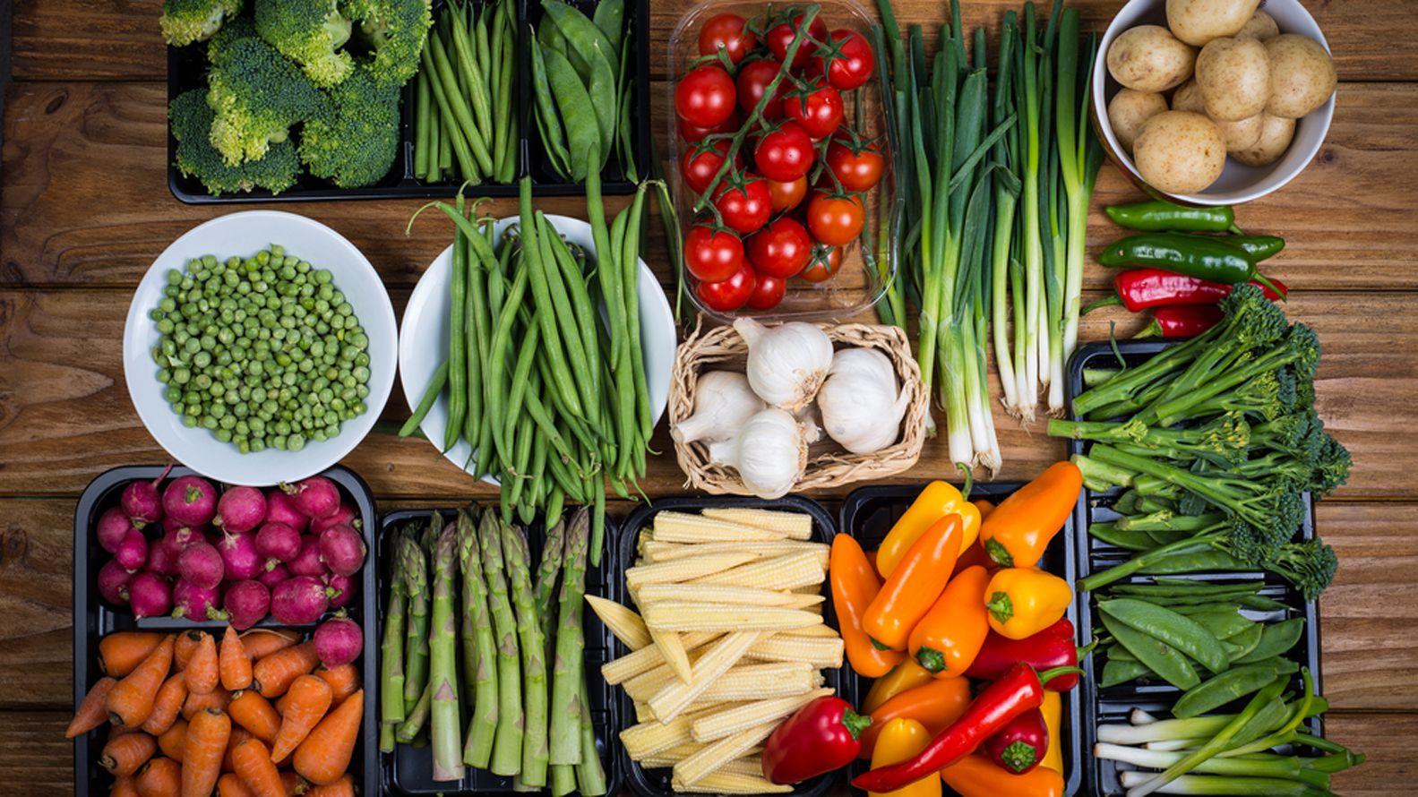 Un estudio determinó la cantidad justa de frutas y verduras que hay que consumir para vivir más años (Shutterstock)
