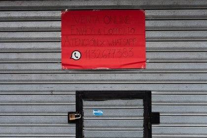 Los comercios de cercanía sólo podrán vender por comercio electrónico y delivery (Foto: Franco Fafasuli)
