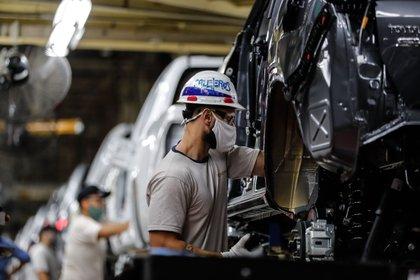 El Indec había reflejado en el EMAE que el 2020 terminó con un desplome de la actividad económica de 10%. EFE/Juan Ignacio Roncoroni