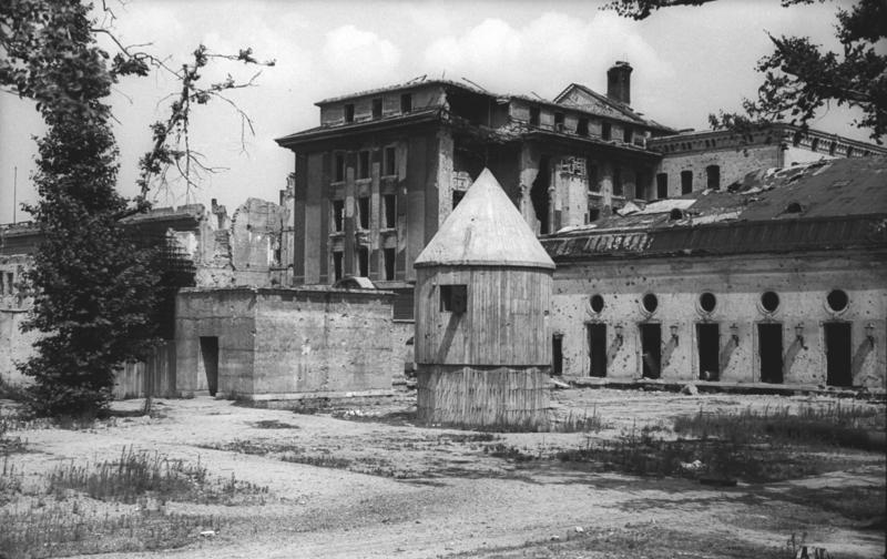 Los jardines afuera del bunker de Hitler en Berlín en 1947 (ADN-ZB/Archiv)