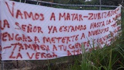 """En Tulum, Quintana Roo, el Cártel de Jalisco Nueva Generación dejó una narcomanta con amenazas a """"Zurizaday"""" Villaseñor del Cártel de Sinaloa (Foto: Twitter/l4nd3t4)"""