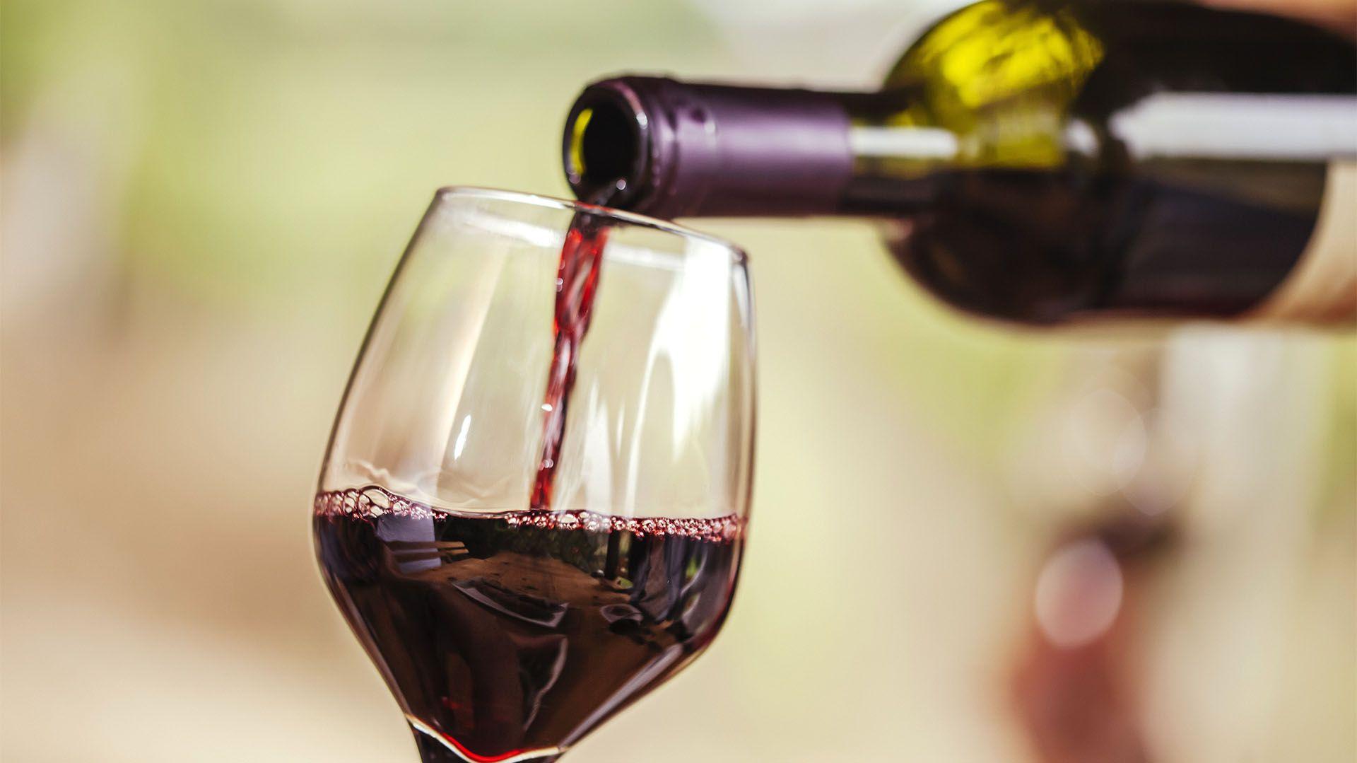 """Incluido en la categoría de """"alimento"""", el vino es el producto insignia de la Argentina. La preferencia por el tinto es abrumadora (Shutterstock)"""
