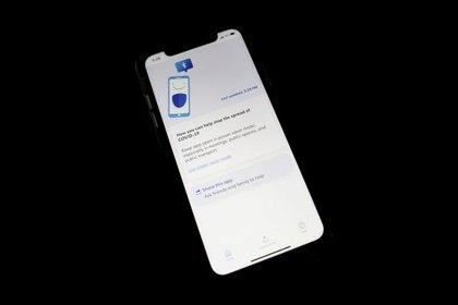 La app de rastreo de contacto desarrollada por el gobierno de Singapur está basada en Bluetooth y Bluetrace. No usa la tecnología de Apple y Google, según los registros del MIT Technology Review (REUTERS/Edgar Su/Foto de archivo).