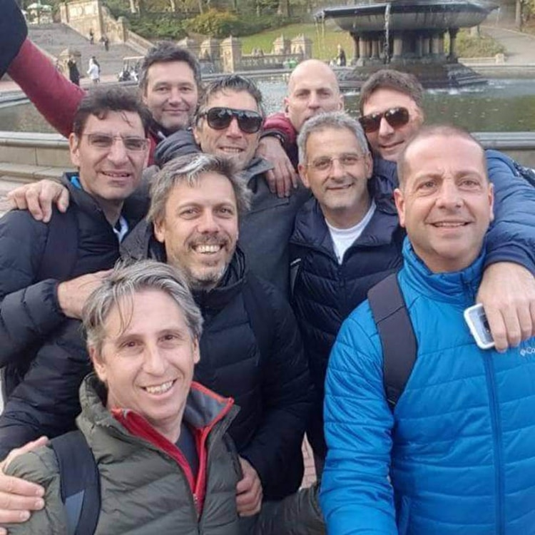 Nueve de los diez amigos que viajaron a Nueva York, horas antes de sufrir el atentado