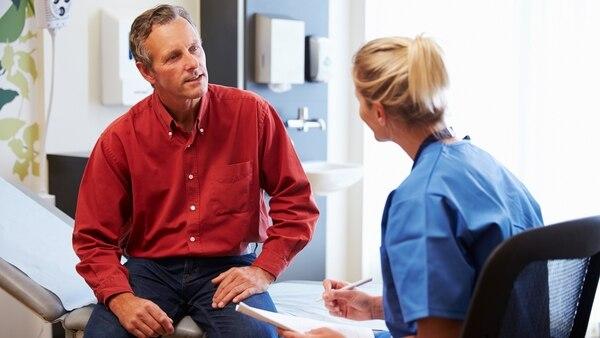 Ante la presencia de algún síntoma o después de los 40 años, es necesario acudir a realizarse un estudio para descartar tener EPOC (Getty Images)