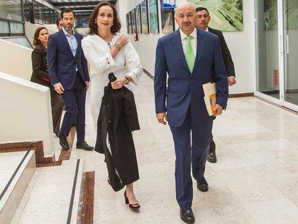El ex presidente Carlos Salinas de Gortari junto a sus hijos Emiliano y Cecilia Salinas Occelli (Foto: Cuartoscuro)