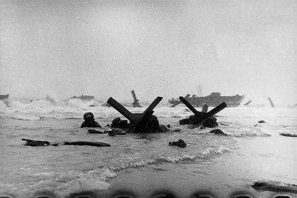 """Imagen del desembarco en Normandía. Spielberg se basó en estas fotos para """"Rescatando al soldado Ryan""""."""
