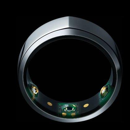 Oura, un anillo inteligente que permite monitorear la temperatura corporal, la calidad del sueño y frecuencia respiratoria.