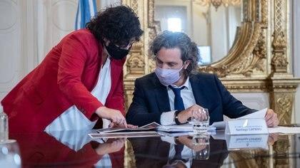 Santiago Cafiero y Carla Vizzotti, en una de las últimas reuniones con el  comité de expertos