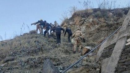 Equipos de rescate en el lugar de la tragedia. STATE DISASTER RESPONSE FORCE/via REUTERS TV ATTENTION
