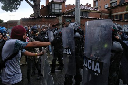 The lawyer also asked the protesters not to fall prey to the violence that would justify state repression. Photo: Colprensa - Camila Díaz