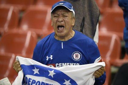 Los fans de Cruz Azul están ilusionados. (Foto: Alfredo Estrella, AFP)