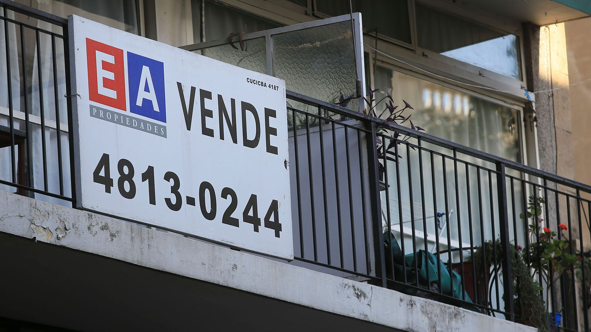 Las estadísticas, elaboradas mensualmente por el Colegio de Escribanos bonaerense, reflejaron un crecimiento interanual en febrero del 42,1%, ya que un año atrás se habían registrado 3.182 escrituras. (NA)
