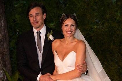 Marido y mujer se mostraron muy enamorados ante la prensa en la puerta del palacio Sans Souci (Franco Fafasuli)