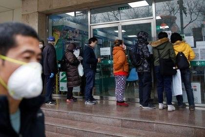 La fila en una farmacia de Beijing (Reuters)