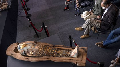 También se han encontrado más de 40 estatuas de antiguas deidades y máscaras funerarias (AP/Nariman El-Mofty)