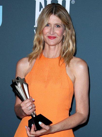 Laura Dern con su galardón en los Critics' Choice Awards el 12 de enero de este año (Foto: Shutterstock)
