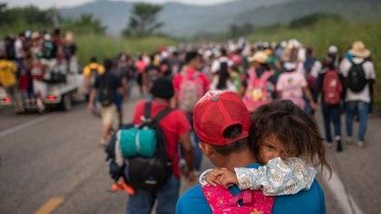 Muchos de los viajantes son padres con niños (REUTERS/Adrees Latif)